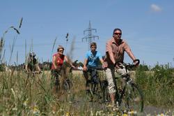 Radlerinnen und Radler auf der Strecke